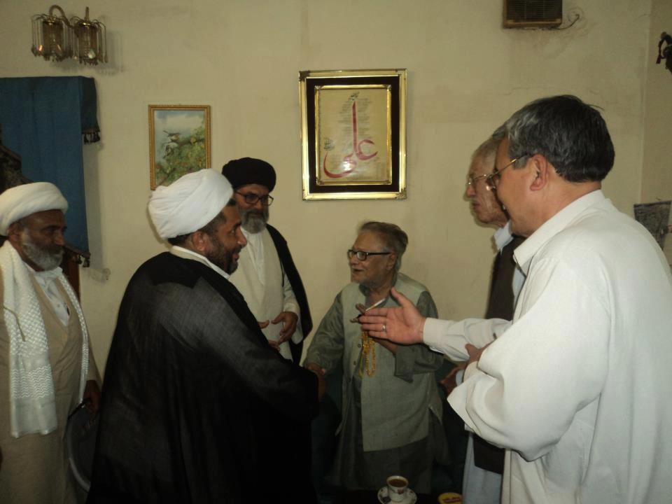 کویته : هئیت به نمایندگی مردم شیعه و هزاره کویته برای عرض تسلیت به کراچی رفتند.