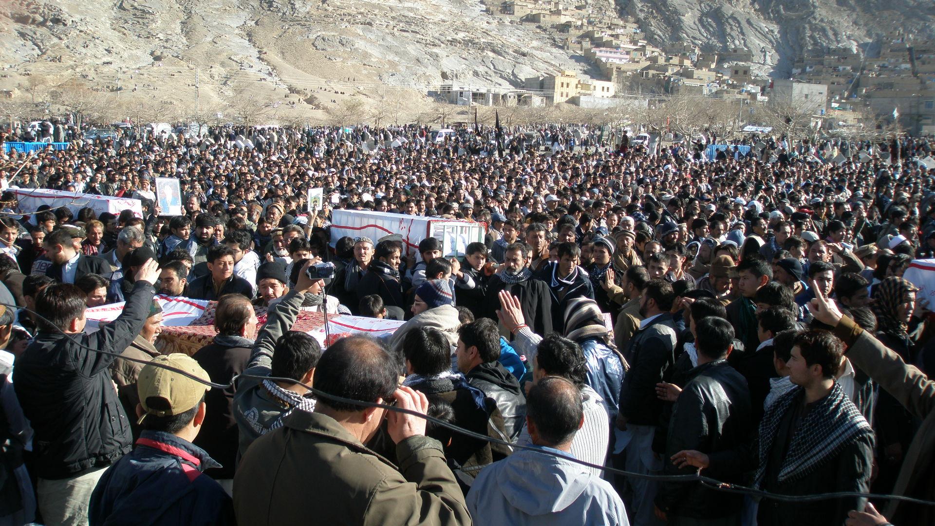 عکس های از نماز جنازه شهدای کربلای کویته